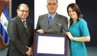 Galería de Fotos Dr. Majayín Comandari David